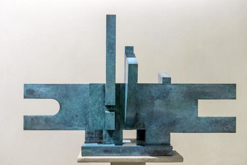 Marino di Teana - Francesco, Parcours sans Fin. Structure Architectorale Poly Technique 1975 - 34x56x33 cm, bronze